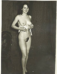 young milf with big vintage tits picture set